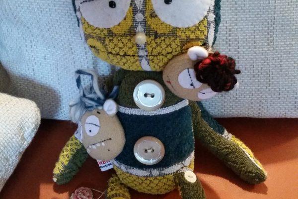 Puppe mit verschiedenen Gesichtern